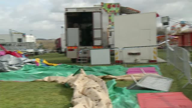 vídeos y material grabado en eventos de stock de girl killed in harlow bouncy castle incident named as summer grant blue tarpaulin on trailer and police tape cordon wrapped around pull out deflated... - great fair great fun