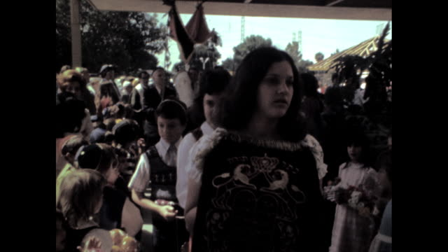 vídeos y material grabado en eventos de stock de girl leading torah down aisle through crowd of onlookers. - torah