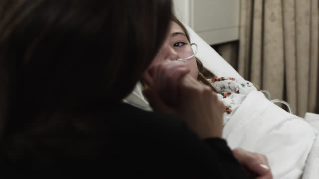 ms girl (8-9) lying in hospital bed being visited / payson, utah, usa - payson stock-videos und b-roll-filmmaterial