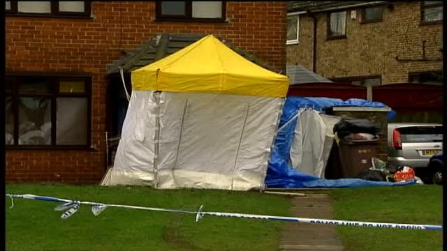 vidéos et rushes de eight dangerous dogs seized in police raids merseyside st helens police van and bouquets outside ellie lawrenson's house - composition florale