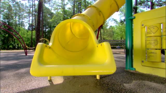 girl on a slide - この撮影のクリップをもっと見る 1428点の映像素材/bロール