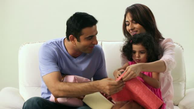 girl opening a gift box  - maharashtra stock-videos und b-roll-filmmaterial