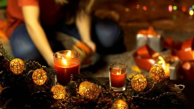 vídeos de stock e filmes b-roll de girl packing christmas presents. - madeira material