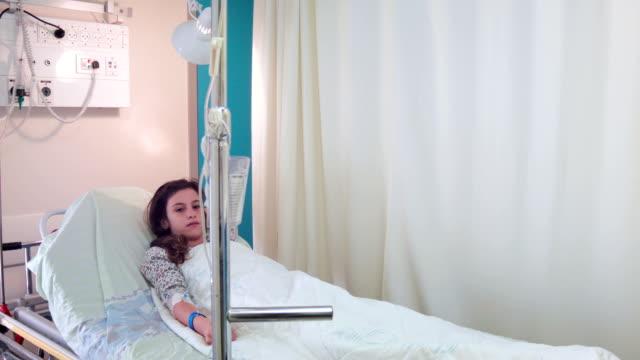 girl 患者の体に病棟 - 病棟点の映像素材/bロール