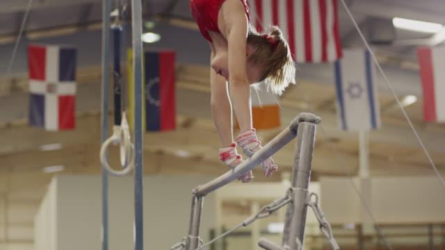 stockvideo's en b-roll-footage met ms girl (12-13) performing gymnastic / lindon, utah, usa.  - gympak