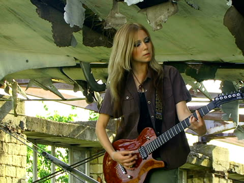 Mädchen spielen Rock