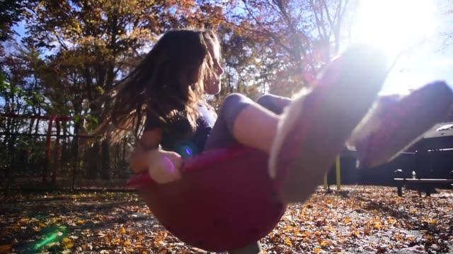 vídeos y material grabado en eventos de stock de a girl playing at the park. - estructura metálica para niños