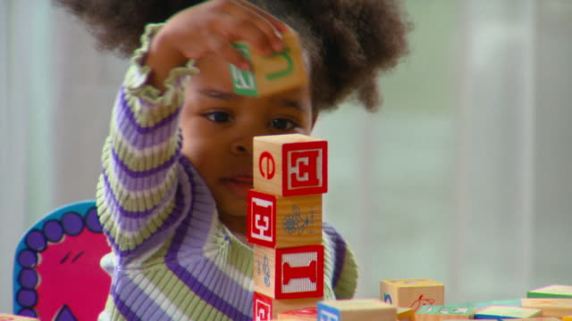 cu, tu, girl (2-3) playing with alphabet blocks, richmond, virginia, usa - アルファベット点の映像素材/bロール