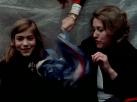 vidéos et rushes de girl plays with home made pom pom during silver jubilee celebrations outside buckingham palace; 1977 - patriotism