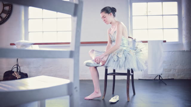 girl putting ballet shoes on - guardare verso il basso video stock e b–roll
