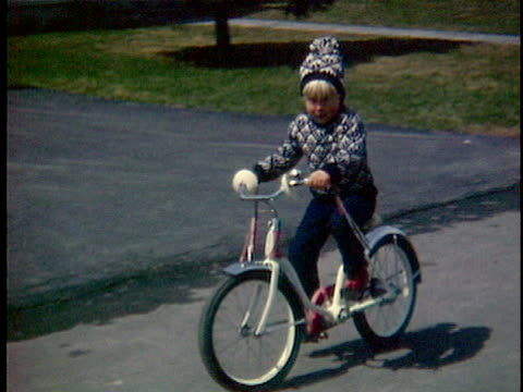 vídeos y material grabado en eventos de stock de 1966 ws cu composite girl riding bicycle, middlebury, vermont, usa - bicicleta vintage