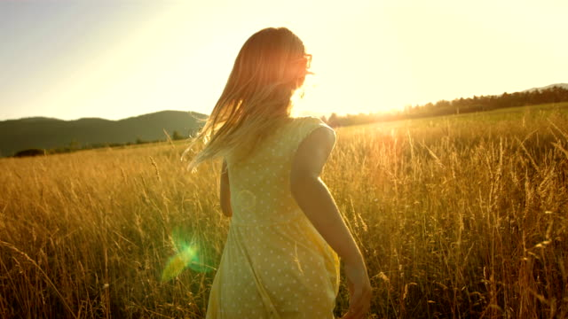 stockvideo's en b-roll-footage met ms ts slo mo girl running in field at sunset - weide