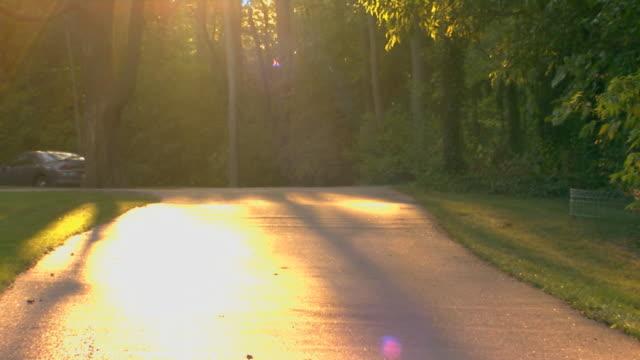 vídeos y material grabado en eventos de stock de girl running on pavement in distance - sólo una adolescente