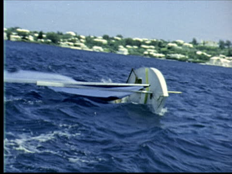 montage girl sailing sunfish capsizes. twp men struggle with sail on sunfish. one climbs on as it sails away / bermuda - 小型船舶点の映像素材/bロール