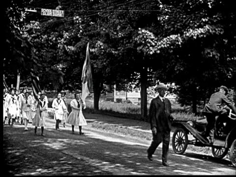 1920 b/w ws girl scouts marching in parade waving american flags / cornwall, new york, usa - reporterstil stock-videos und b-roll-filmmaterial