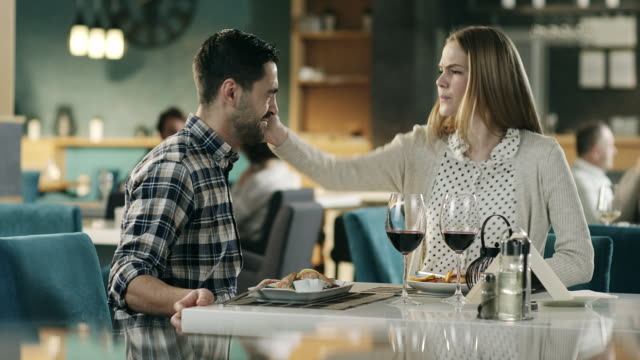 Girl slap boyfriend over dinner in restaurant