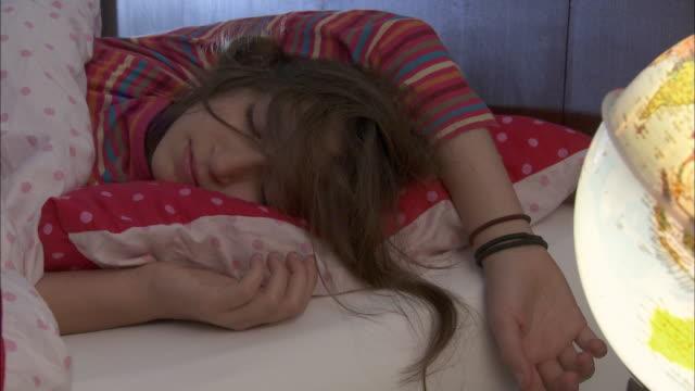 cu girl (10-11) sleeping on bed / brussels, belgium - 10 11 jahre stock-videos und b-roll-filmmaterial