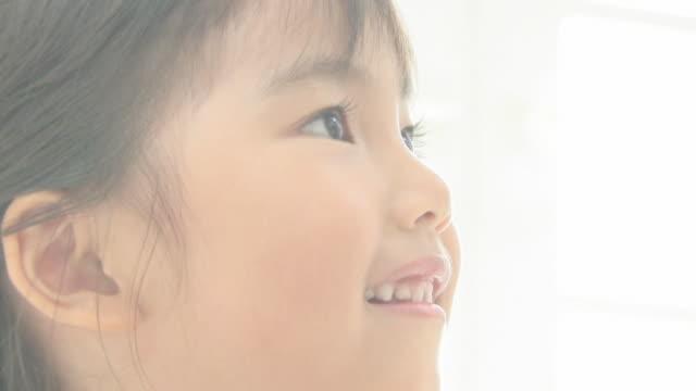 girl smiling - indoors点の映像素材/bロール