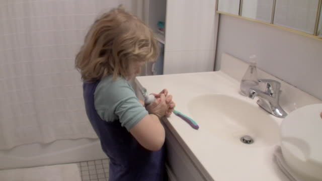 ms girl (6-7) squeezing toothpaste / brooklyn, new york, usa - toothpaste stock videos and b-roll footage