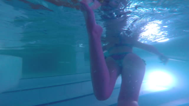 stockvideo's en b-roll-footage met girl swimming with underwater view in a spa swimming pool during a relaxing christmas vacations in the pyrenees. - binnenbad