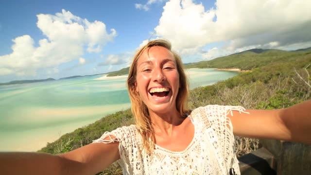 Mädchen nimmt Selfie Porträt auf den Whitsunday Islands