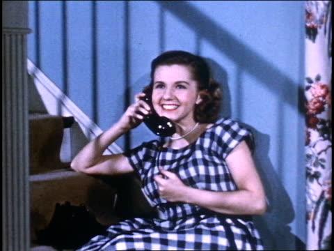 stockvideo's en b-roll-footage met girl talks on phone. - telefoonhoorn