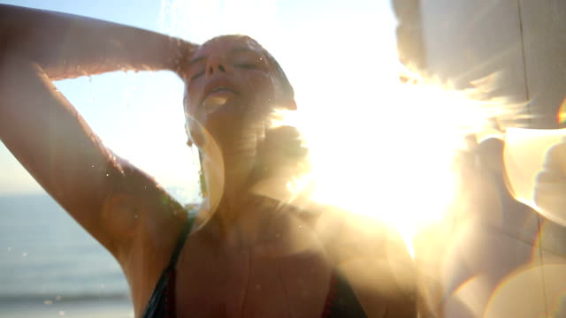 vídeos de stock e filmes b-roll de girl under the shower in the sunset.greek islands - tomar banho