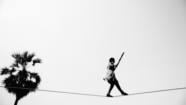 vidéos et rushes de girl walks tightrope - vertige