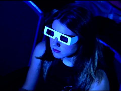 girl watching 3-d movie in theater - biosalong bildbanksvideor och videomaterial från bakom kulisserna