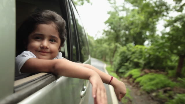 girl watching from window of a car, malshej ghat, maharashtra, india - rufsig bildbanksvideor och videomaterial från bakom kulisserna