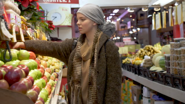 girl with cancer shopping for produce - apple store stock videos & royalty-free footage
