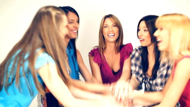 vídeos de stock, filmes e b-roll de namoradas empilhamento de mãos juntas - mãos juntas