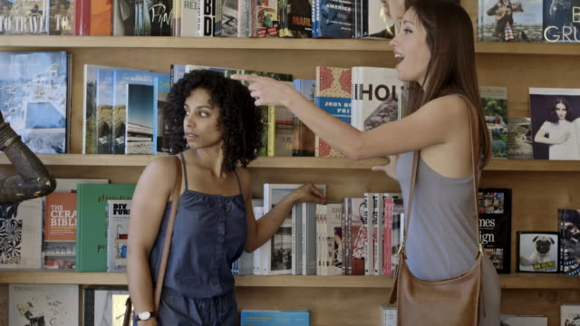 vídeos de stock, filmes e b-roll de girlfriends - livraria