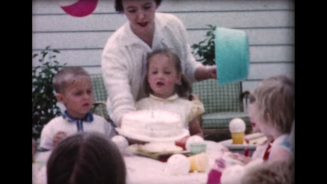 stockvideo's en b-roll-footage met 1960 girls backyard birthday party - grote groep mensen