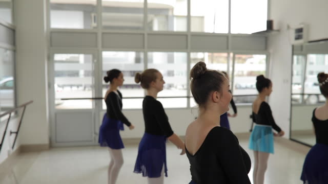 girls ballet dancers in studio practicing - small stock videos & royalty-free footage