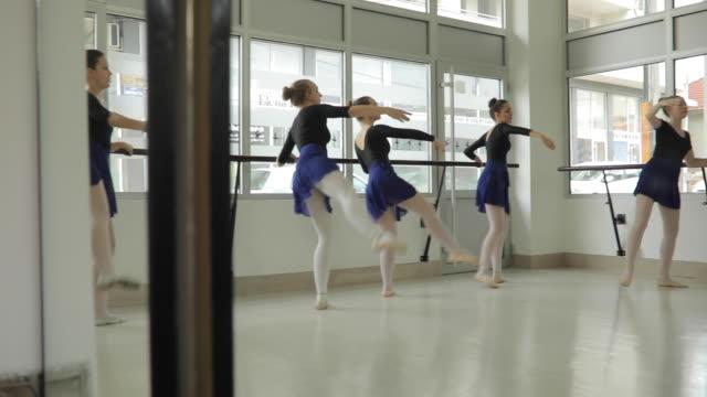 vídeos de stock e filmes b-roll de girls ballet dancers training together - body de ginástica