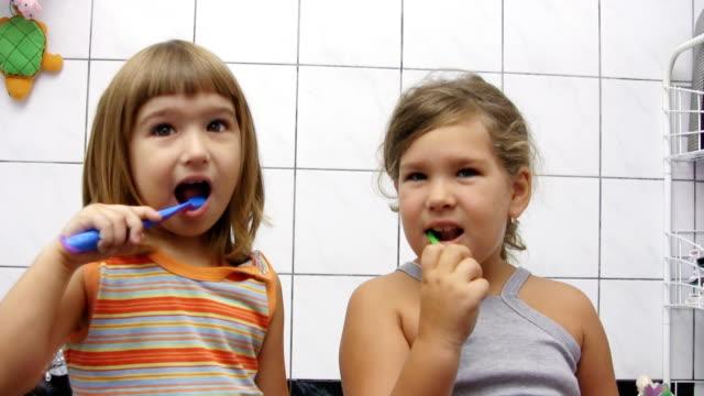 Mädchen Bürsten Zähne (HD