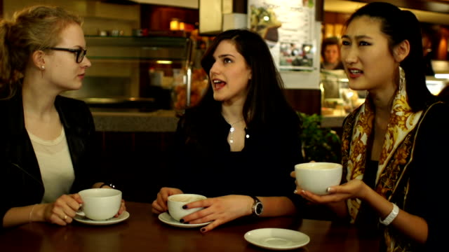 HD: Girls chat and laugh in coffee shop / Cafe