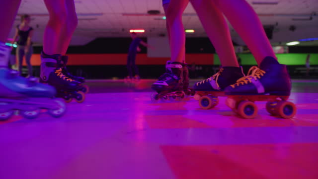 girls dancing and singing in circle at roller skating rink under disco ball / orem, utah, united states - アイススケート場点の映像素材/bロール