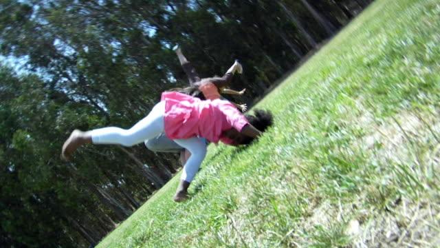 vidéos et rushes de ms, girls (6-14) doing cartwheels on lawn, richmond, california, usa - pelouse