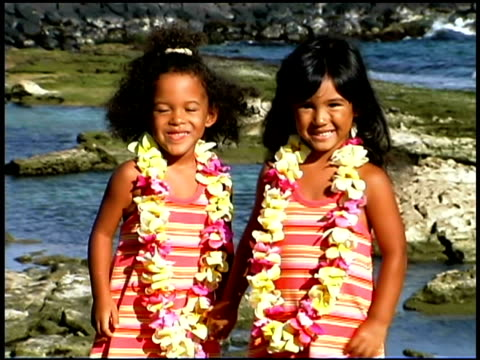 vídeos y material grabado en eventos de stock de girls holding hands - three quarter length