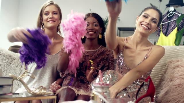vídeos de stock e filmes b-roll de girls night fun. multi ethnic friends throwing boas - cabine de loja