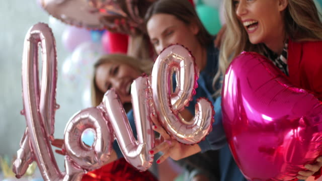 girl es party - aufregung stock-videos und b-roll-filmmaterial