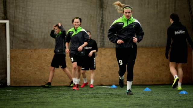 girls practicing - women's football stock videos & royalty-free footage