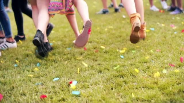 girls running/ krakow/ poland - musikfestival stock-videos und b-roll-filmmaterial