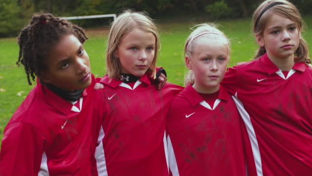 ms girls (10-11) soccer club sad after game lost / portland, oregon, usa - 10 11 jahre stock-videos und b-roll-filmmaterial