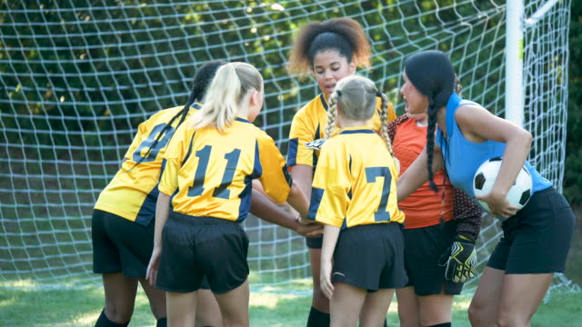 girl's soccer team, pep talk from the coach - soccer uniform stock videos & royalty-free footage