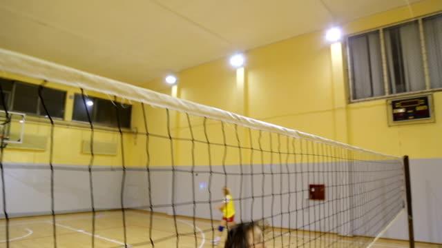 mädchen-volleyball-team-praxis - volleyball spielball stock-videos und b-roll-filmmaterial