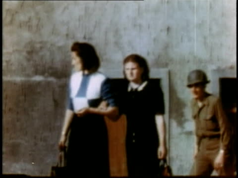 girls walking / soldiers pointing - campo di concentramento di buchenwald video stock e b–roll