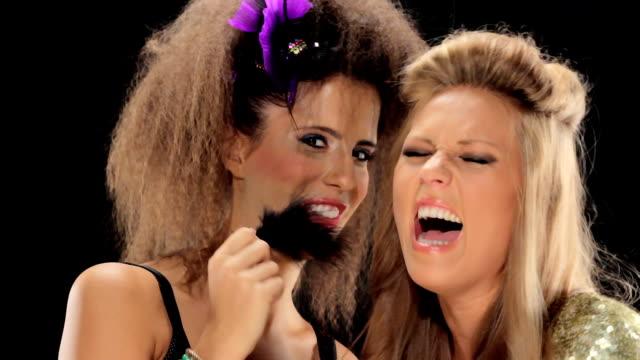 stockvideo's en b-roll-footage met girls want to have fun - begrippen en thema's